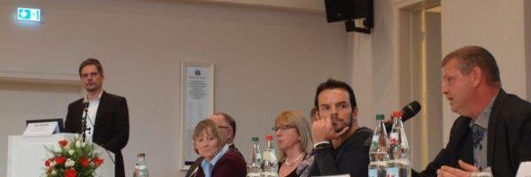 Herr Drosten vom Integrationsamt Hamburg beantwortet Fragen zum Projekt